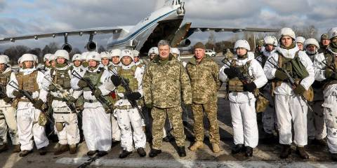 Poroshenko Publishes Image Posing With Soldier Wearing SS Totenkopf Patch
