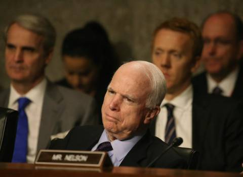 WASHINGTON, DC - MAY 21: U.S. Sen. John McCain at a Senate Armed Services Committee hearing on Capitol Hill May 21 in Washington, DC. The committee was hearing testimony on the United States policy in Iraq and Syria | Photo: Mark Wilson, Getty Images ©AFP