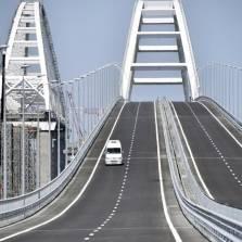 US Journalist Urges Ukraine to Blow Up Russia's Crimea Bridge