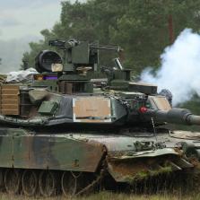 США перекрашивают танки под российские леса