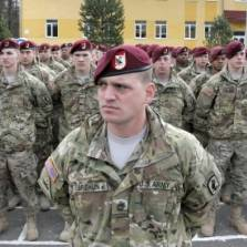 U.S. soldiers stand on guard, during opening ceremony of the 'Fearless Guardian - 2015', Ukrainian-U.S. Peacekeeping and Security command and staff training, in the Lviv region, western Ukraine, Monday, April 20, 2015   Photo: AP