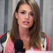 Very Hot Alt-Right InfoBabe Faith Goldy Assaulted by Antifa - Idle Cops Watch (Video)
