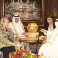Hillary Clinton Mocks Putin, Gladly Accepts $500K in Jewels from Head-Chopping Saudi Dictator