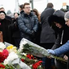 People bring flowers at a murder scene of politician Boris Nemtsov, who was shot dead on Moscow's Moskvoretsky bridge in the early hours of February 28, 2015   Photo: RIA Novosti