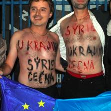 """Вот такие """"герои"""" пытались сорвать выступления """"александровцев"""" в Чехии. И нарвались на отповедь от самого Карела Готта"""