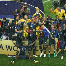 'Putin! Eh! Eh! Eh!': Victorious French Squad Dedicates Chant to Russian Leader (VIDEO)