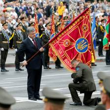 Poroshenko Was Desperate for Trump to Attend Ukraine Independence Parade, Boost His Re-Election Chances
