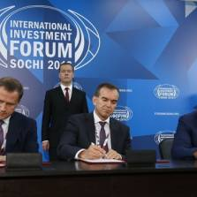 Record Turnout at Sochi Investment Forum - Russia Not Isolated (Russian TV News)