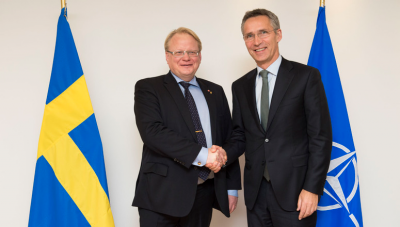 Swedish Defence Minister Peter Hultqvist and NATO Secretary General Jens Stoltenberg (Nov. 2014) (Source: NATO)