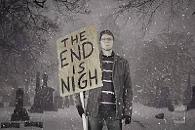 """""""Конец близок"""" - надпись на плакате"""