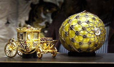 <figcaption>A showcase of the jeweller's artistry</figcaption>