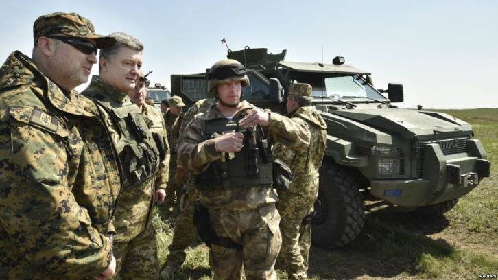 <figcaption>Ukrainian President Petro Poroshenko (second from left) inspects a military drill at a training ground near the city of Mykolaiv on April 25</figcaption>
