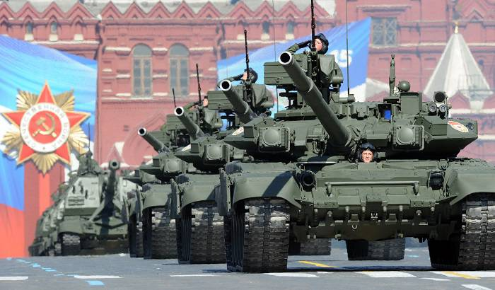 <figcaption>A Russian tank column heading towards Kiev</figcaption>