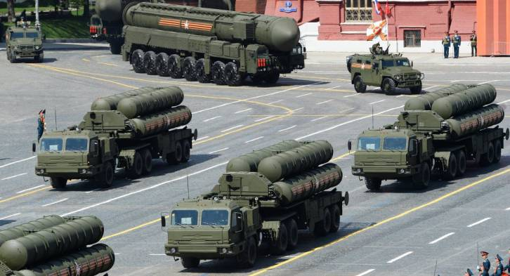 <figcaption>A shocking photograph of Russian surface-to-air systems being deployed to Europe (Red Square)</figcaption>