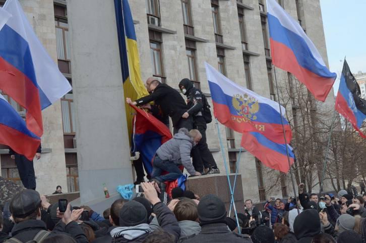 <figcaption>Russians recall half of Ukraine was anti-Maidan</figcaption>