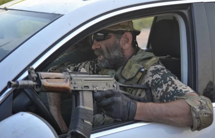 <figcaption>A soldier of Ukrainian Donbas battalion</figcaption>