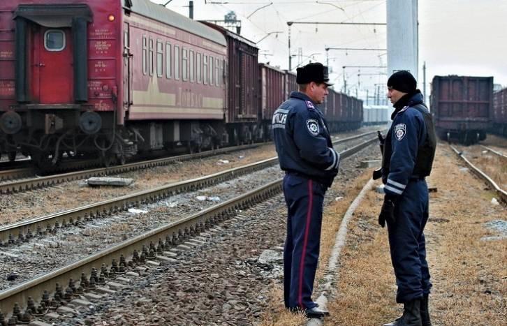 <figcaption>Kharkiv railway station   Photo: ©Sergei Kozlov, EPA Archive</figcaption>