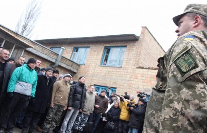 <figcaption>Ukrainians grow unwilling to serve in the army | Photo: Artyom Geodakyan, © ITAR-TASS</figcaption>