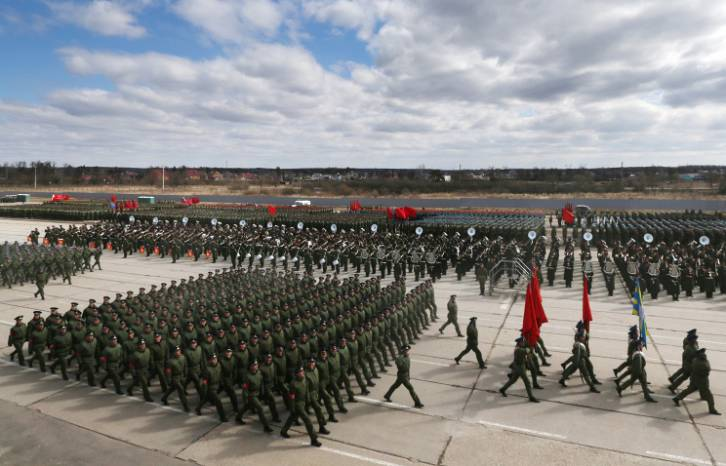 <figcaption>A rehearsal of the upcoming 9 May Victory Day Parade | Photo: ©Sergei Savostyanov, TASS</figcaption>