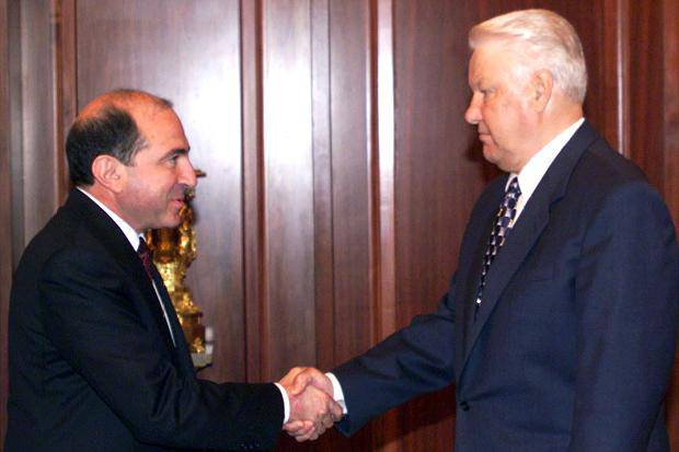 <figcaption>Russian Oligarch Boris Berezovsky with Boris Yeltsin</figcaption>