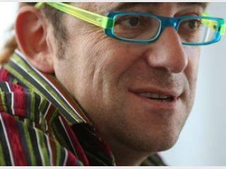 <figcaption>Миллионер Григорий Давидович Корогодский культивирует образ эксцентрика</figcaption>
