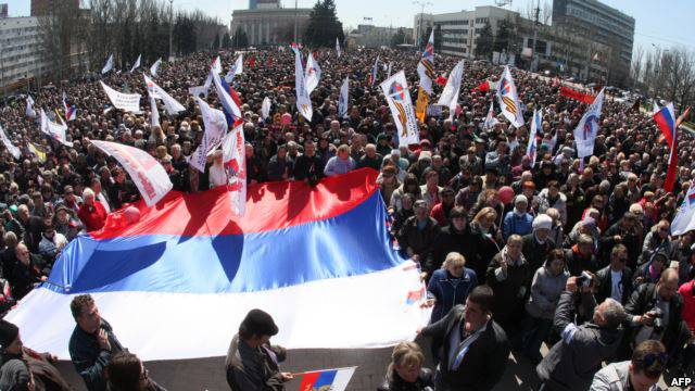 <figcaption>Anti-Maidan and pro-Russian rally in Kharkov in Spring 2014</figcaption>