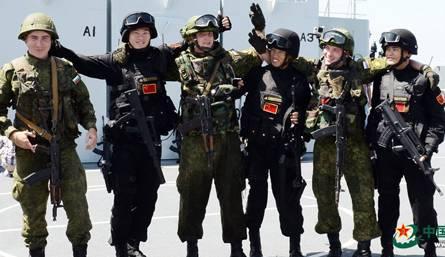 <figcaption>Российские и китайские морские пехотинцы на совместных учениях в Средиземном море</figcaption>