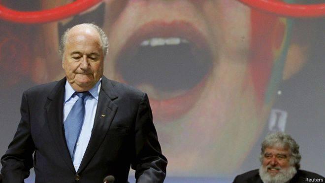 <figcaption>Зепп Блаттер может вновь попробовать удачу на предстоящих выборах президента ФИФА. Справа - Чак Блейзер, давший показания против функционеров футбольного союза. | Фото: Reures</figcaption>