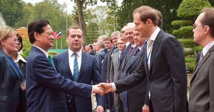 <figcaption>Minister of industry and trade Denis Manturov arrives (Dmitry Astakhov/TASS)</figcaption>
