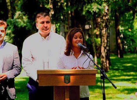 <figcaption>Нарочно не придумаешь: губернатор Одесской области Михаил Саакашвили и вице-губернатор Мария Гайдар</figcaption>