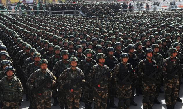 Paramilitary policemen stand in formation as they take part in an anti-terrorism oath-taking rally, in Kashgar, Xinjiang Uighur Autonomous Region, China, February 27, 2017. Photo: Reuters