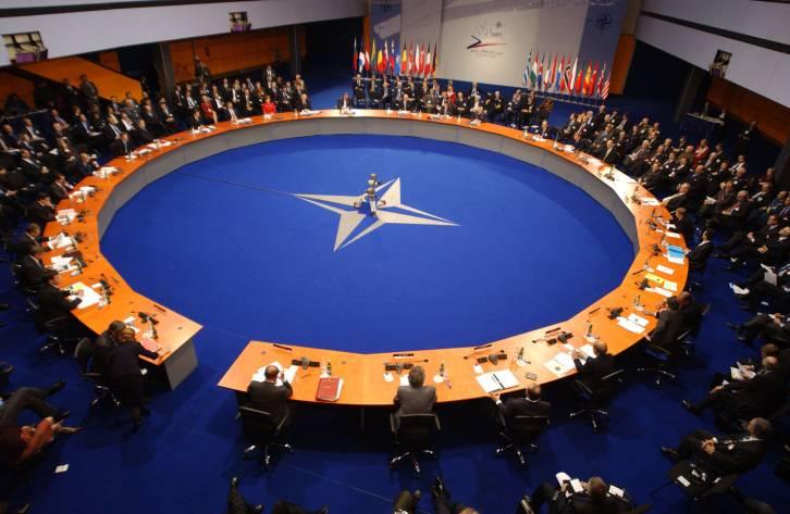 <figcaption>НАТО это прежде всего алчная международная бюрократическая структура</figcaption>