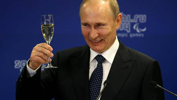 <figcaption>Celebrating his 3 billionth conquest</figcaption>