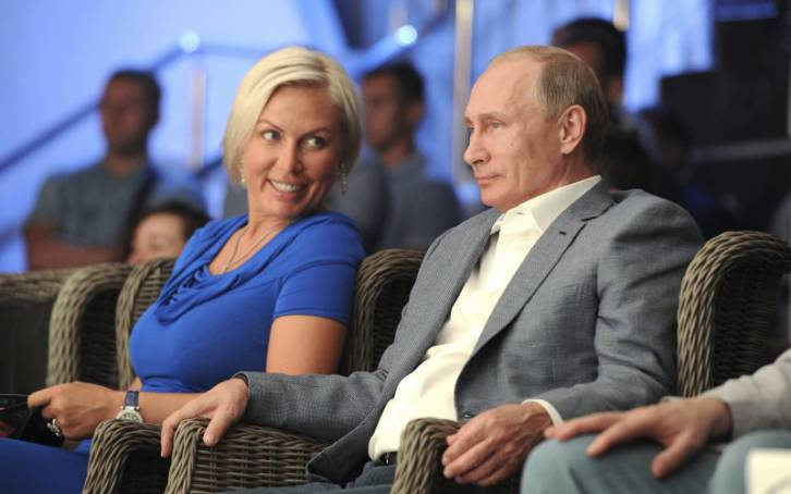 <figcaption>As the photograph clearly shows, Putin is having hot, steamy sex with this woman</figcaption>