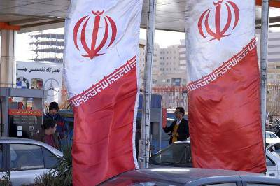 Iran dumps the dollar