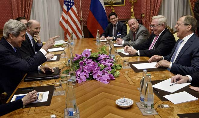 <figcaption>Is the Iran Deal Good or Bad News for Russia? | Photo: Brendan Smialowski, Reuters</figcaption>