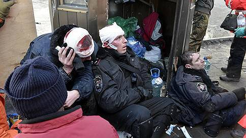 <figcaption>11 riot policemen were killed by unidentified snipers during the Maidan coup in February 2014</figcaption>