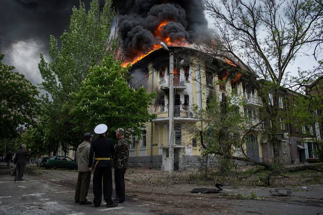 <figcaption>Mariupol central Police Dept after being stormed and shelled</figcaption>