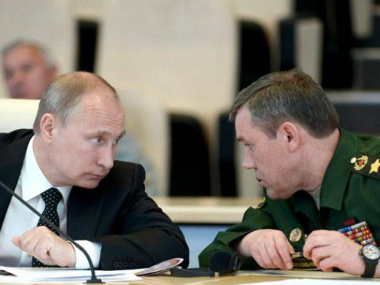 """<figcaption>80,000 Russian soldiers """"at NATO's doorstep""""</figcaption>"""