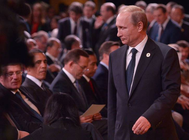 Russian President Vladimir Putin, right, walks past Canadian Prime Minister Stephen Harper, left, during a welcoming ceremony at the G-20 summit in Brisbane