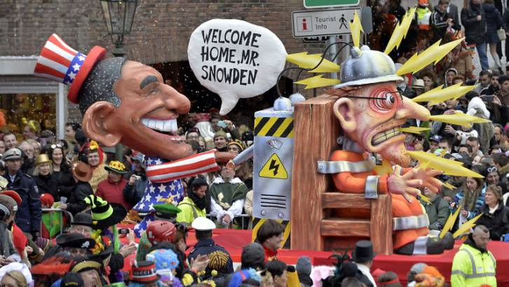<figcaption>Carnival float depicting US president Barack Obama, left, putting whistleblower Edward Snowden on an electric chair during the traditional carnival parade in Duesseldorf, western Germany.</figcaption>