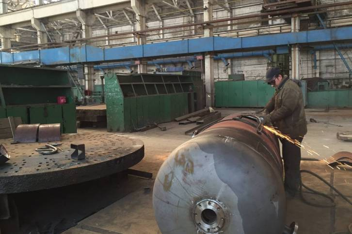 <figcaption>A worker in April welded at the Berdychiv machine-building plant that belongs to Progress, which is now trying to revive its sales to Russia | Photo: James Marson, The Wall Street Journal</figcaption>