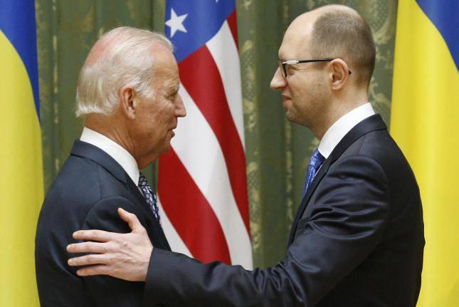 "<figcaption>Biden to Yatsenyuk ""You will not walk this road alone""</figcaption>"