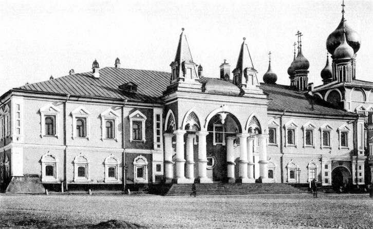 <figcaption>Das von den Bolschewiks zerstörte Tschudow-Kloster im Kreml wird wieder aufgebaut</figcaption>