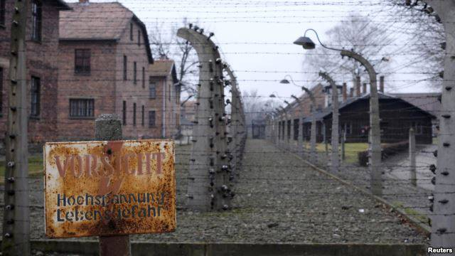 <figcaption>The claim that it was mostly Ukrainians who liberated Auschwitz threatens to deepen a rift that reflects current animosity and deep historic tension between Moscow and its Soviet-era subjects.</figcaption>