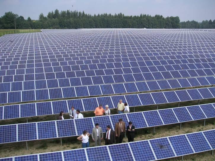 <figcaption>Large scale solar farming</figcaption>