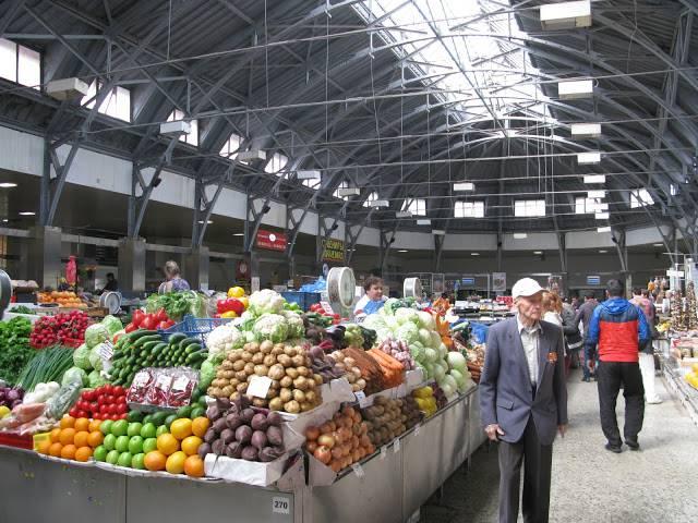 <figcaption>Антироссийские санкции освободили место на прилавках для отечественных производителей</figcaption>