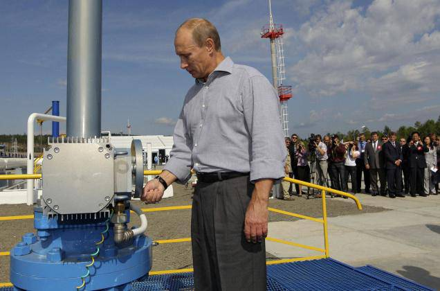<figcaption>Putin opening the Russian section of a Russian-Chinese pipeline</figcaption>
