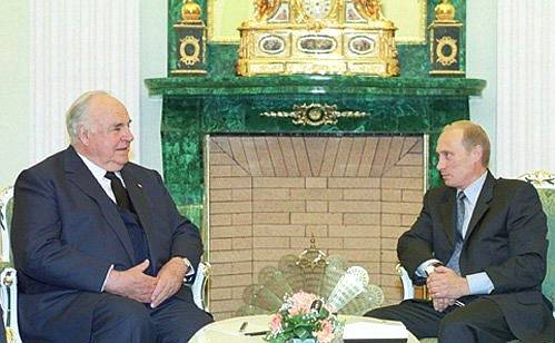 Helmut Kohl and Vladimir Putin