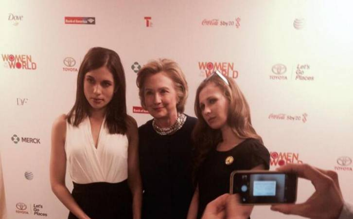 <figcaption>Clinton displaying excellent judgement again - posing with sexual degenerate publicity whores</figcaption>